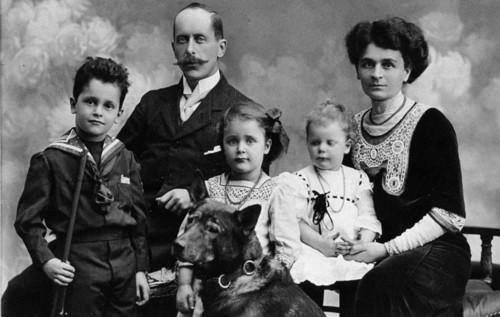 Giulio Zavaritt con la moglie Marta Guttinger e i figli